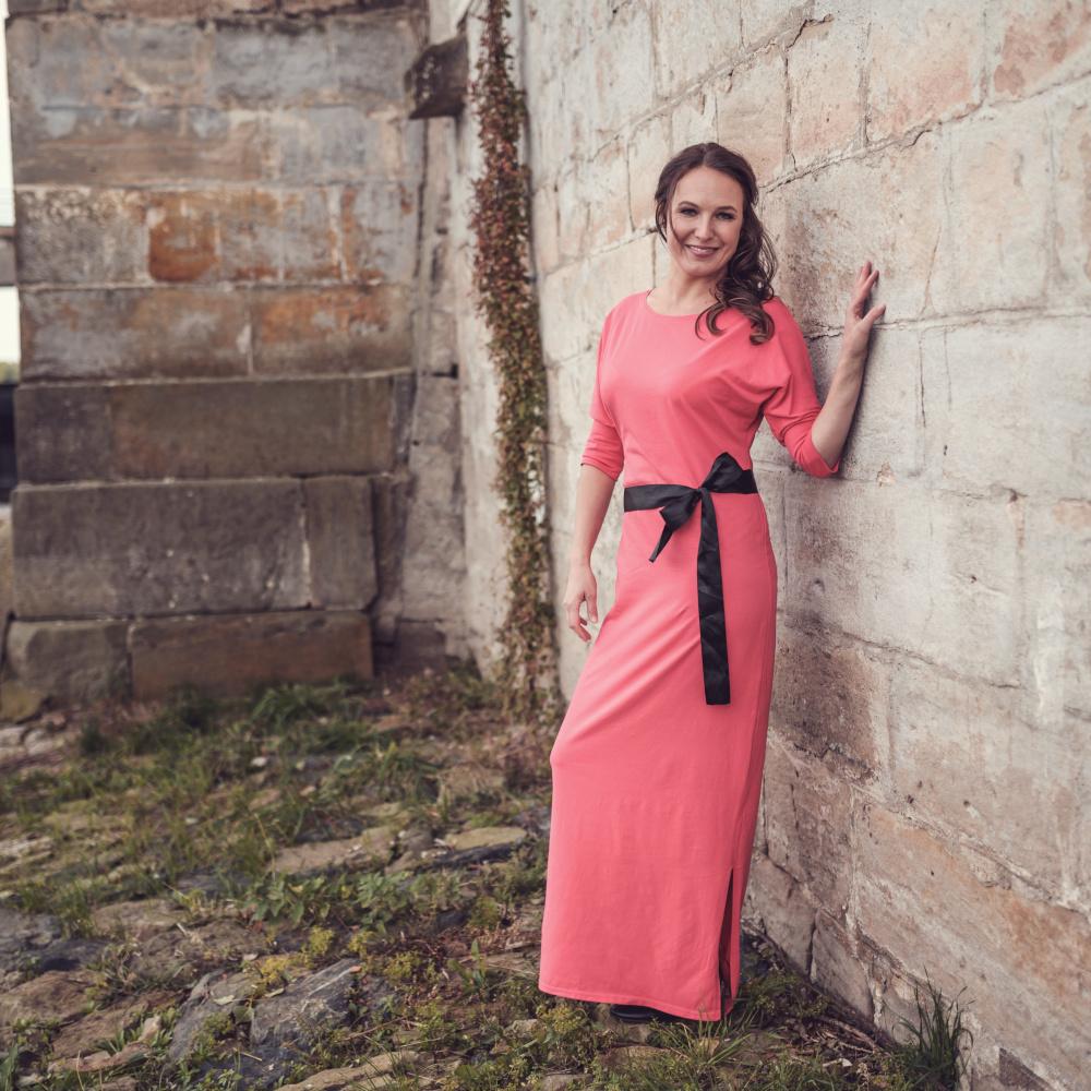 Korálové šaty