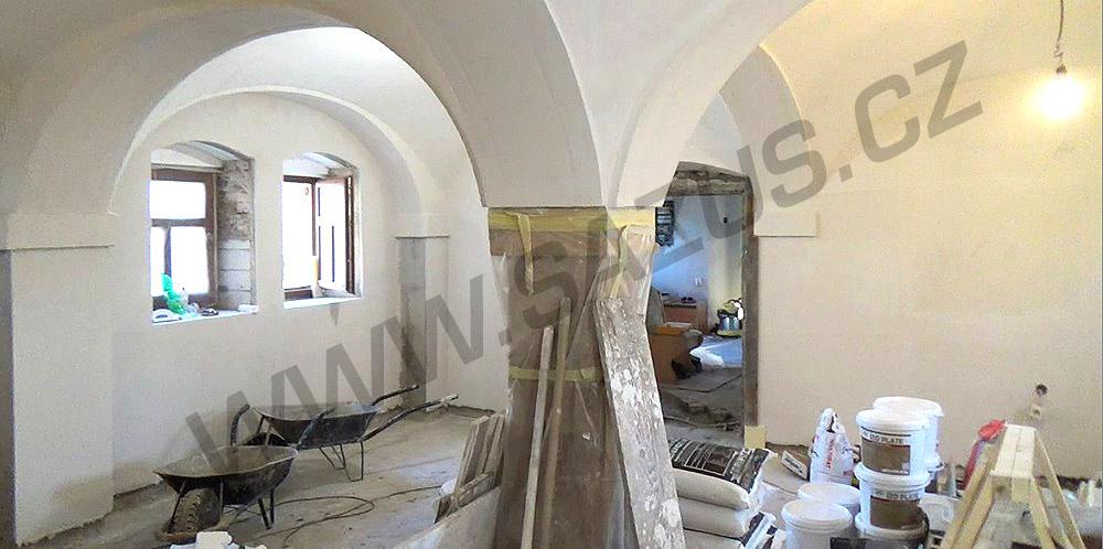 Vnitřní zateplení včetně klenutých stropů tepelně izolační omítkou MP1®