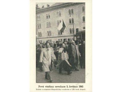 1945, Prvé vteřiny revoluce, Praha 10 Hrad