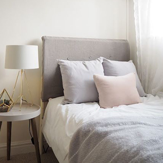 Jak zařídit malou ložnici ve skandinávském stylu?