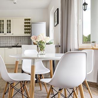 Jedálenské stoličky v škandinávskom štýle inšpirácia