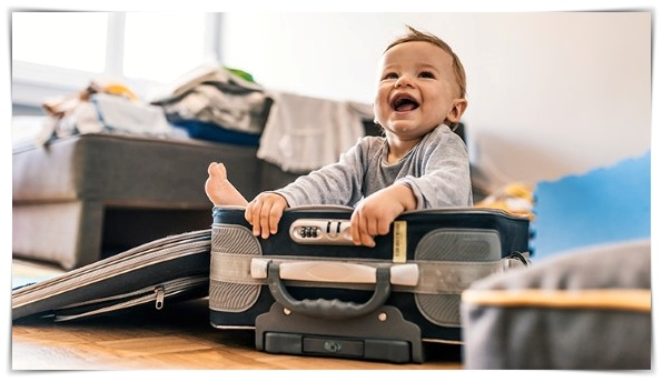What-to-Pack-When-Traveling-With-Baby-2018-722x406
