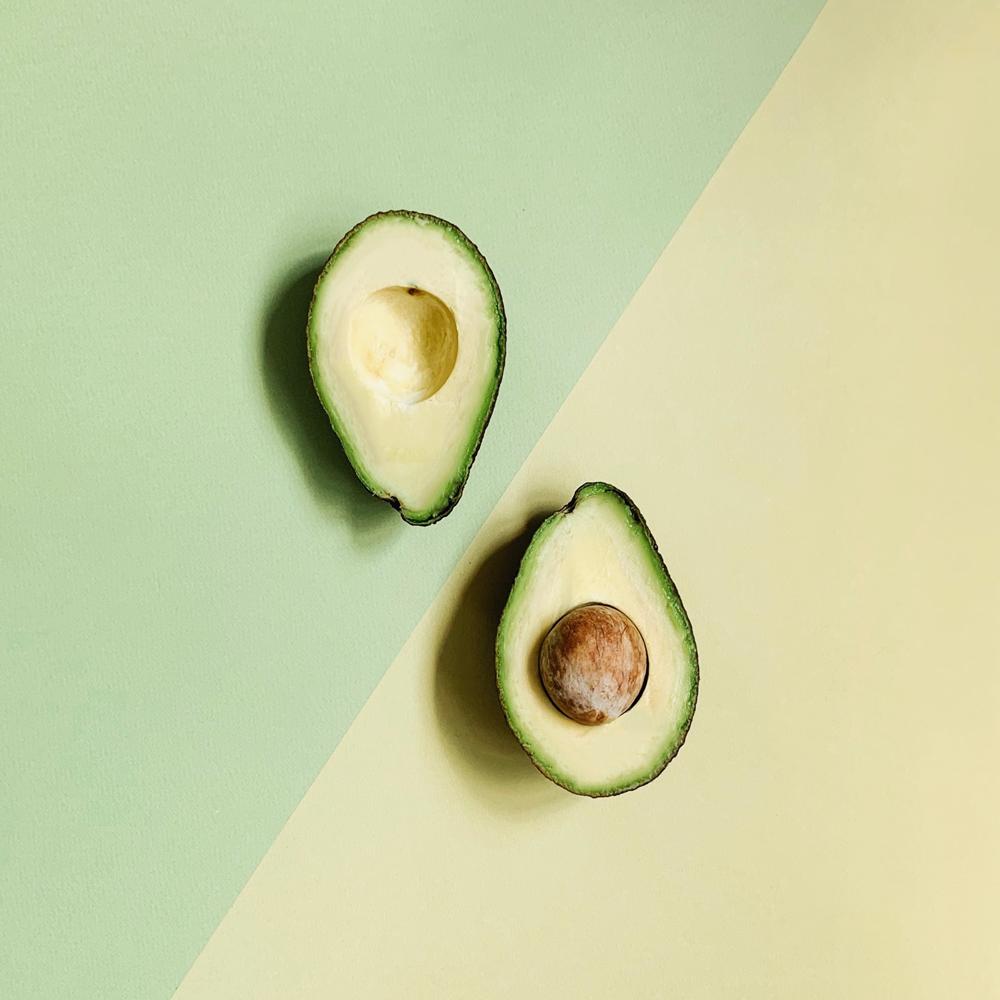 Avokádo se vyplatí konzumovat hned z několika důvodů, obsahuje například vitamín B5 neboli kyselina pantothenovou.