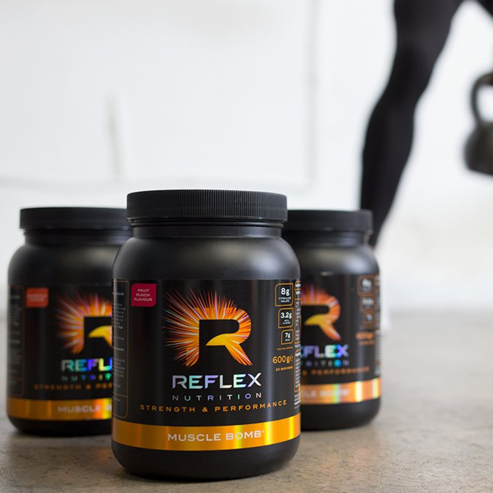 Recenze na předtréninkovou formuli Muscle Bomb od značky Reflex Nutrition.