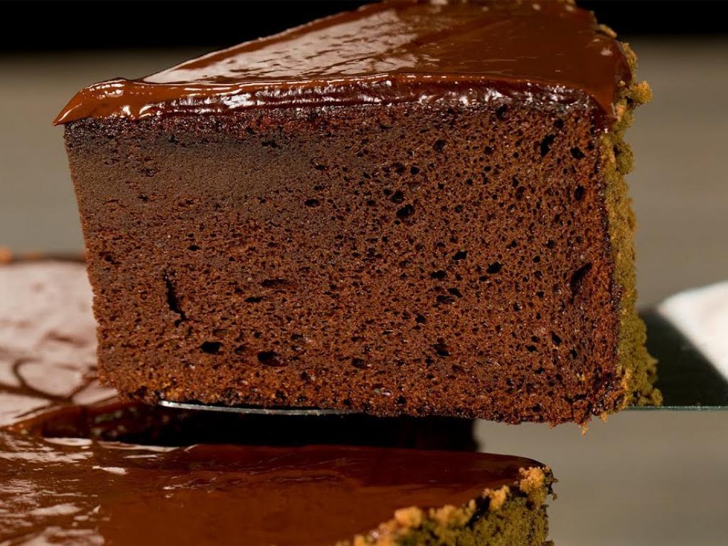 Bezlepkový čokoládovo-konopný dort