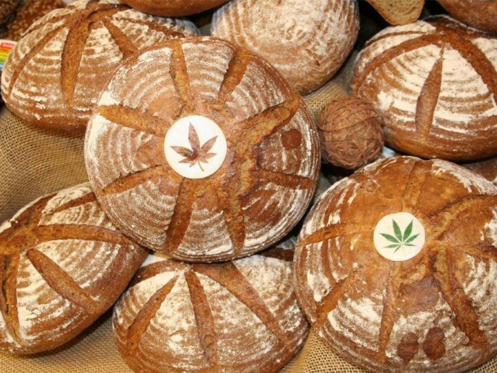 Domácí konopný chléb s konopným semínkem