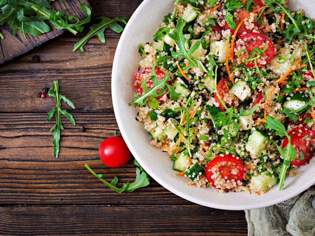 Zeleninový salát s konopným semínkem