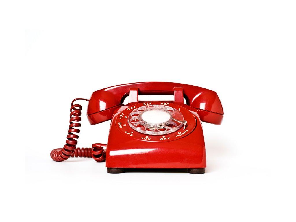 Trávníkář na telefonu