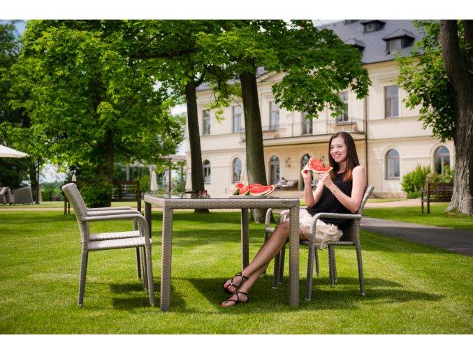 Zahradní jídelní stůl BARCELONA - šedý