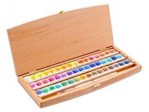 akvarelové barvy v dřevené krabici