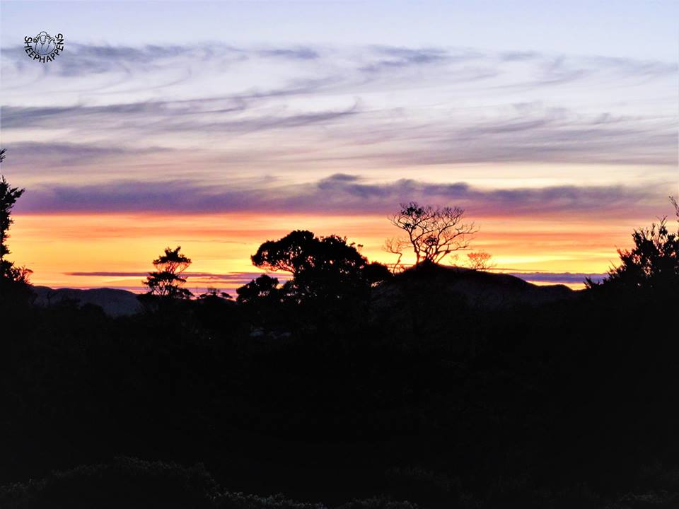 Východ slunce v Zemi dlouhého bílého oblaku