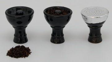 Plnenie korunky tabakom a obalenie alobalem.