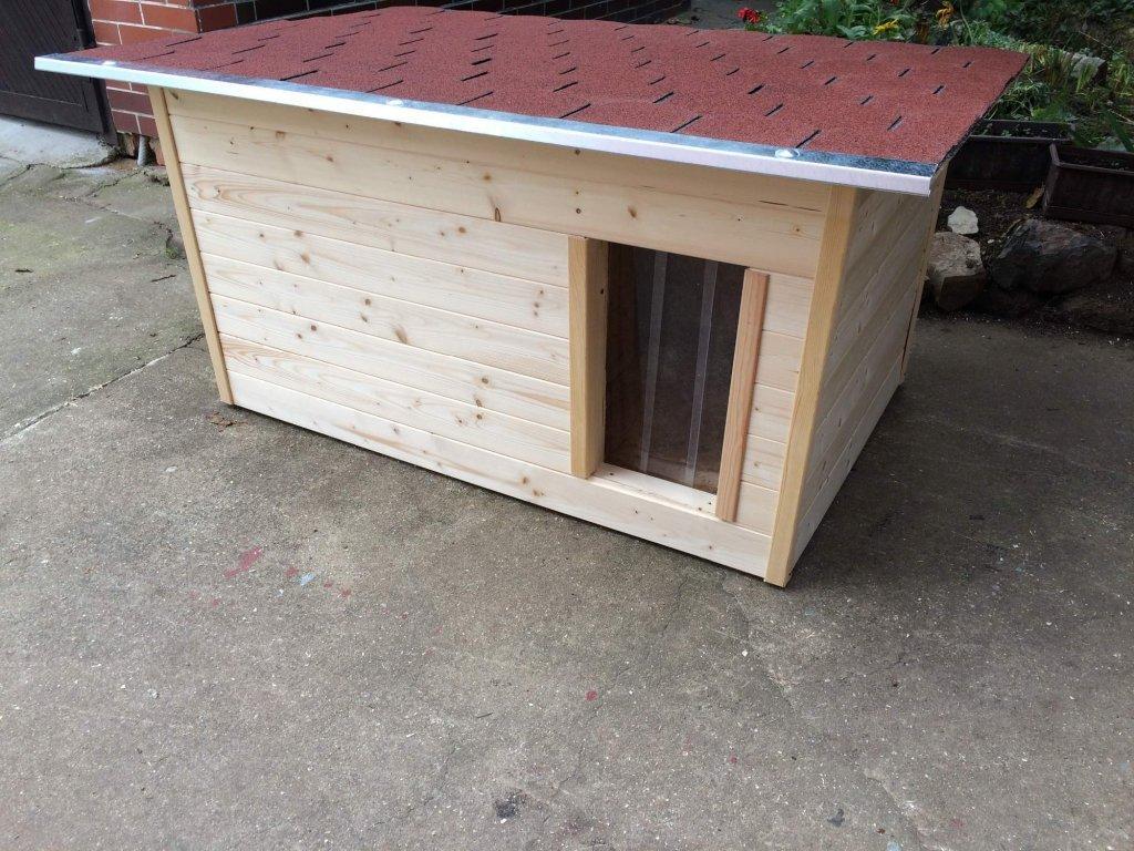 Psí buda Casper, šindelová střecha, lamelová clona