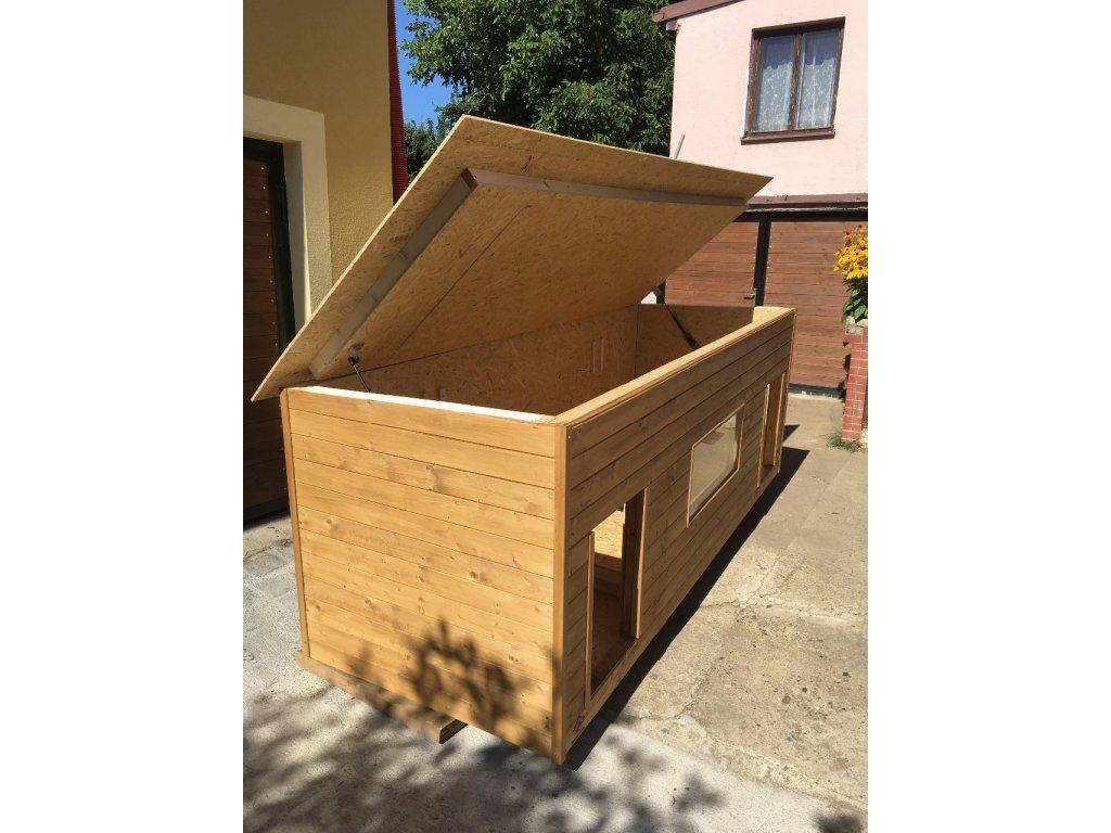Hydraulické otevírání střechy u psí boudy