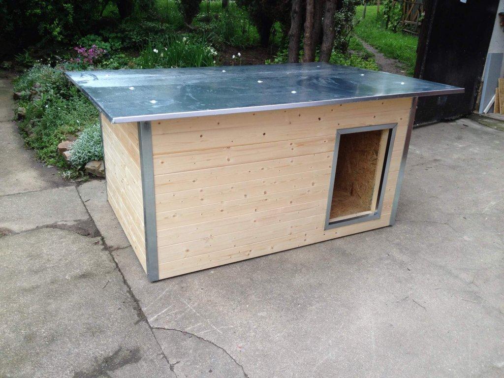 Psí bouda Rozárka, plechová střecha
