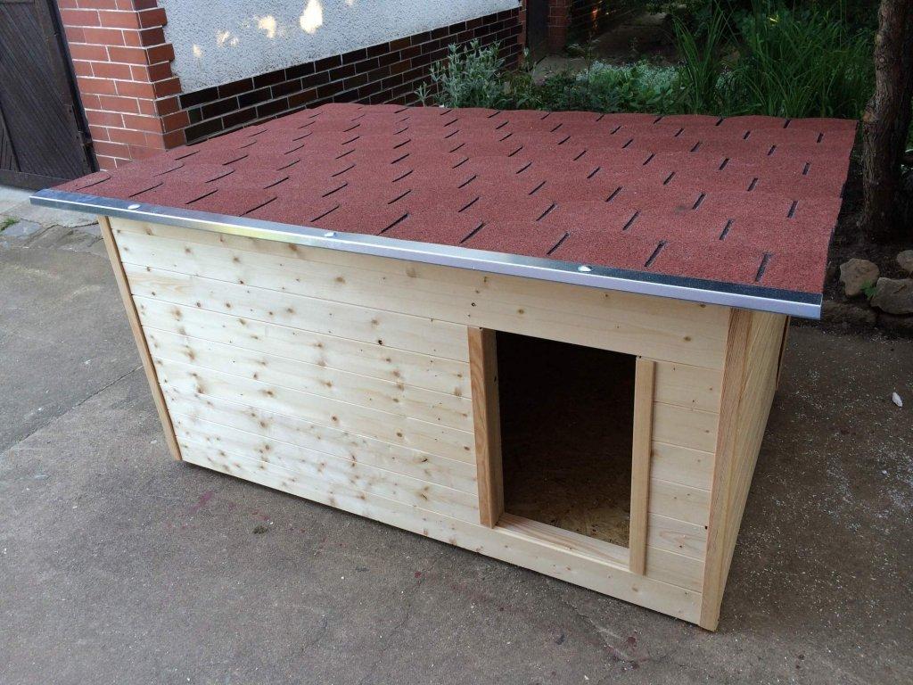 Psí bouda Casper, šindelová střecha