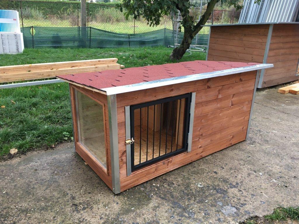 Zateplená psí bouda Larry, s oknem a vrátky