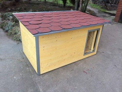 Psí bouda Rocky, cedr, šindelová střecha