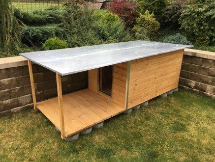 Psí bouda Andy, plechová střecha, lazurový nátěr borovice