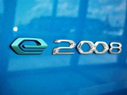 e 2008 znak peugeot 2008 2
