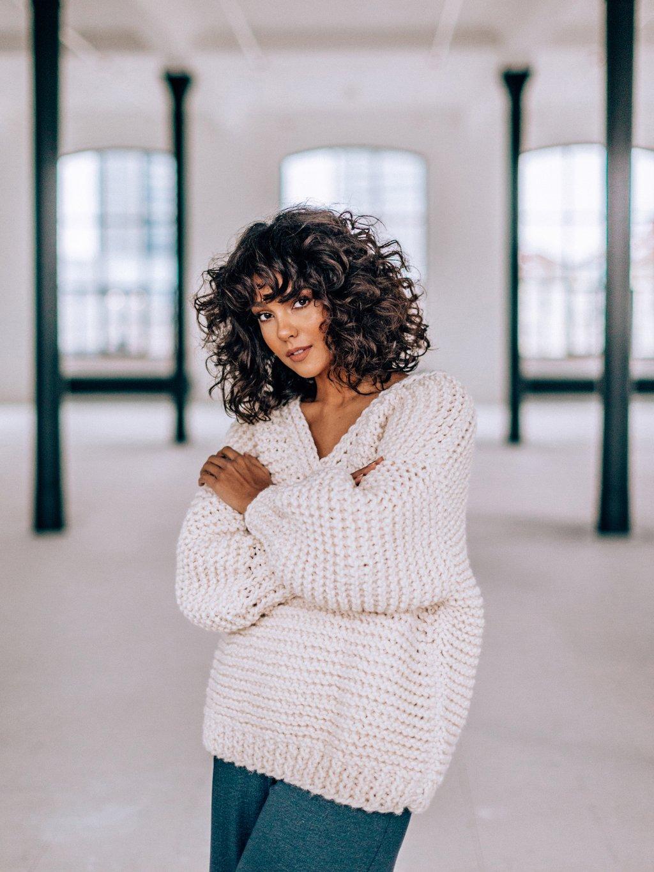 pletka janatini handmade pulover kremovy 1 smaller