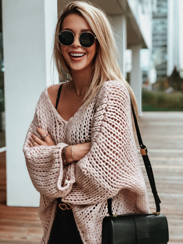 ruzovy svetr