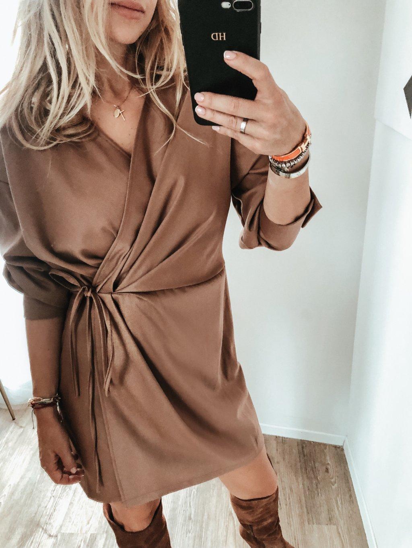 Hnědé šaty Elegance
