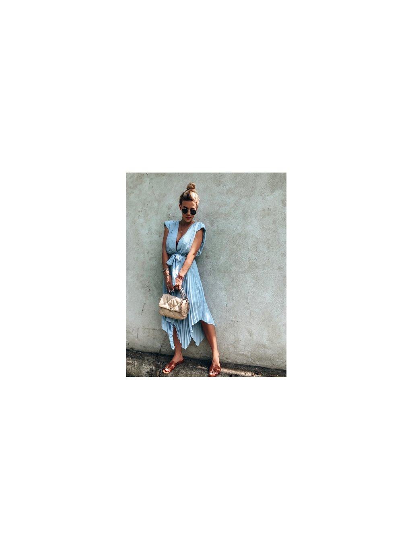 baby blue midi šaty 1