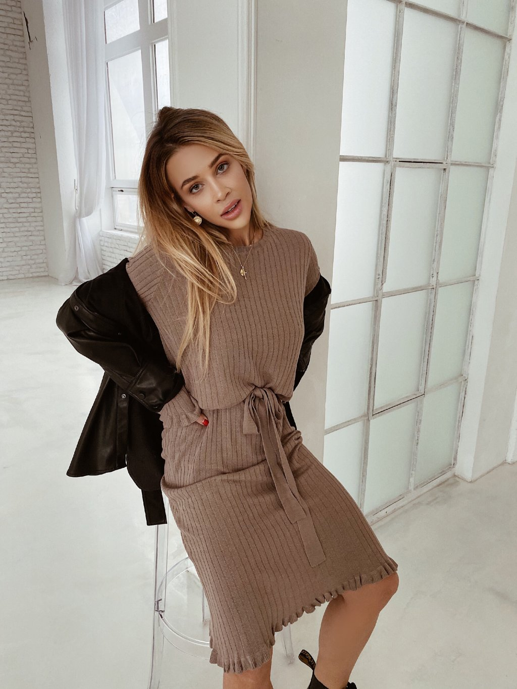 brown šaty knit