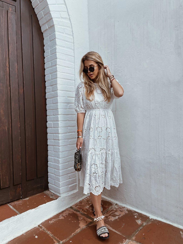 bílé krajkové šaty 2