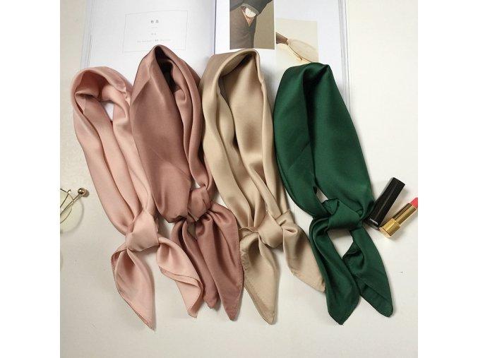 Šátek v různých barevných variantách