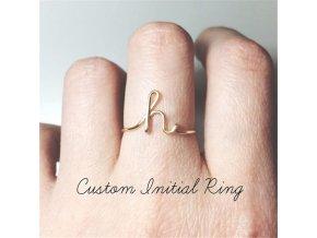 Originální prsten s písmenem