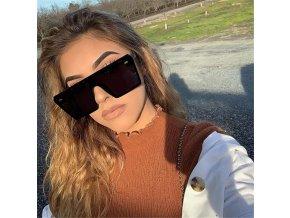Hranaté dámské sluneční brýle