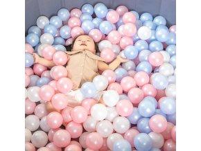 Plastové míčky do vody