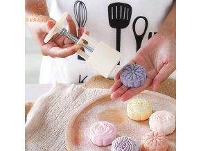 Vykrajovátka na cukroví / vykrajovátka na sušenky s razítkem SWEET