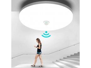 Stropní lampa s pohybovým senzorem