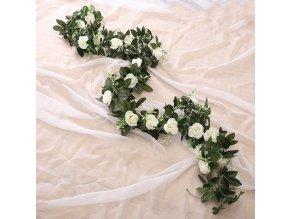 Umělé květiny / girlanda s růžemi