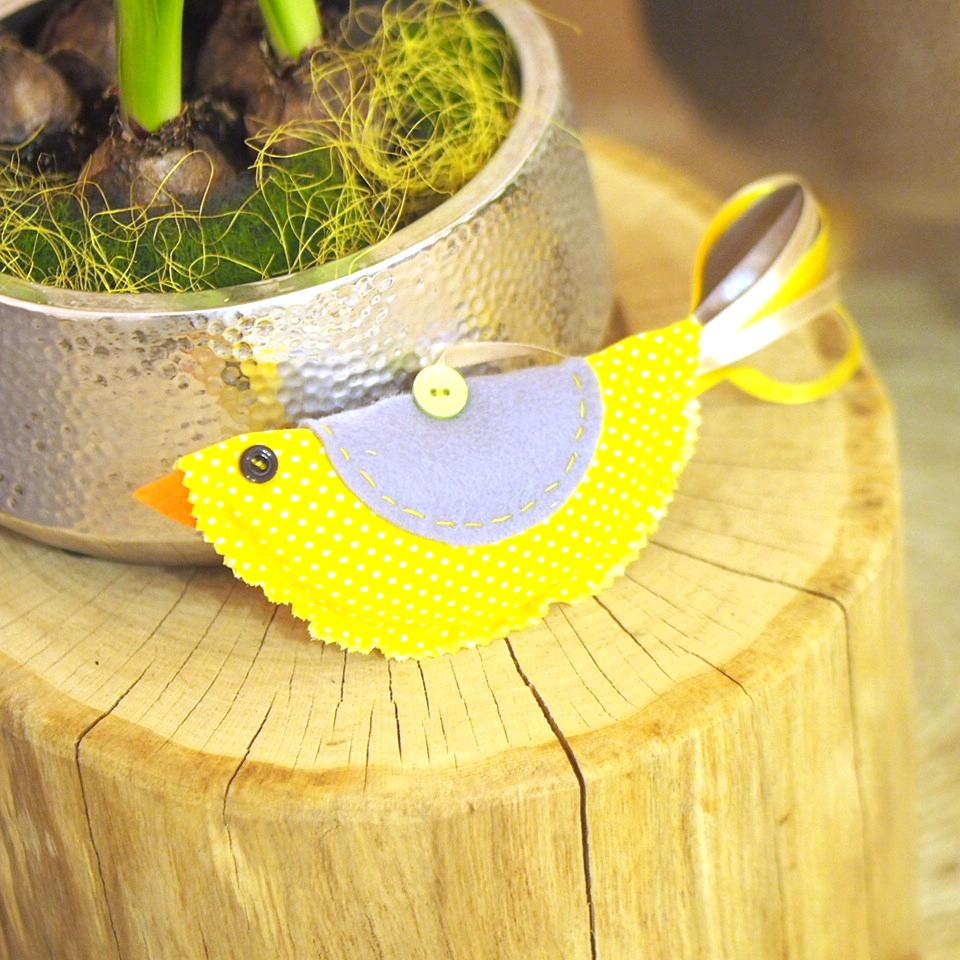 Vyrob si látkového ptáčka