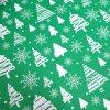vánoční látka stromky na zelené (2)