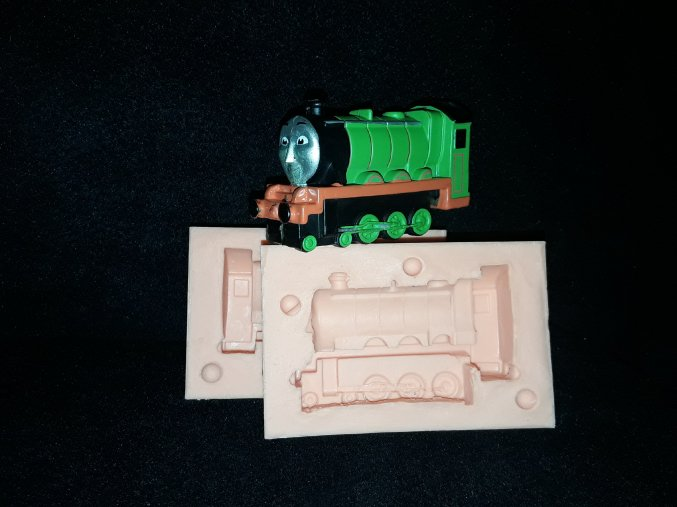 Silikonová formička mašinka Tomáš větší 3178