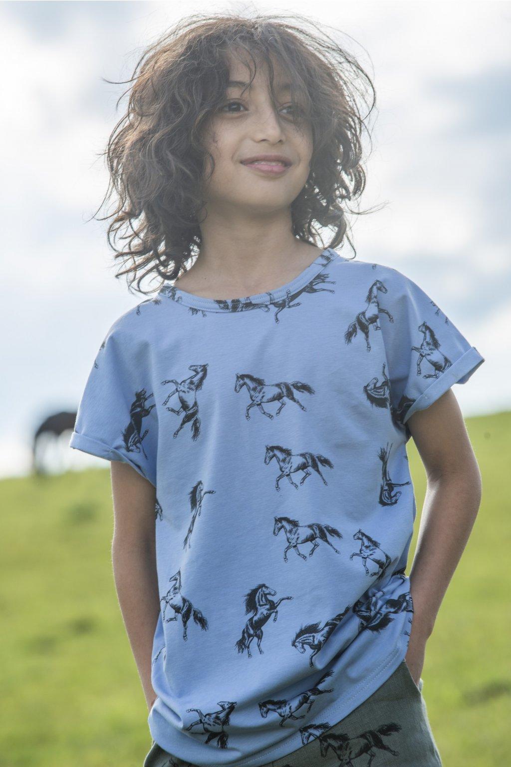 Dětské triko s krátkými rukávy a autorským potiskem - koně