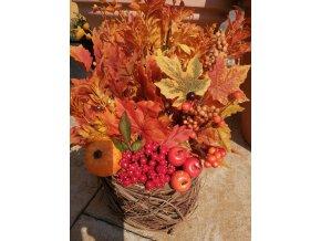 Podzimní aranžmá s dýní a jablíčky
