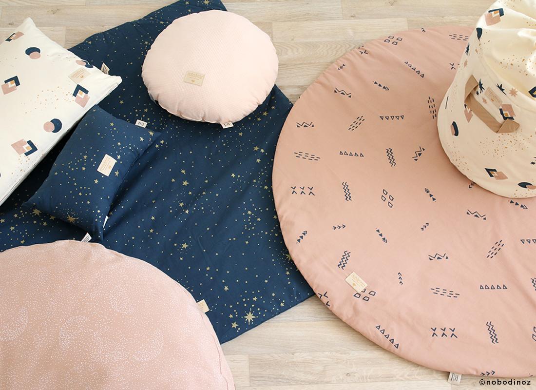 night-blue-pink-cushion-playmat-mood-nobodinoz