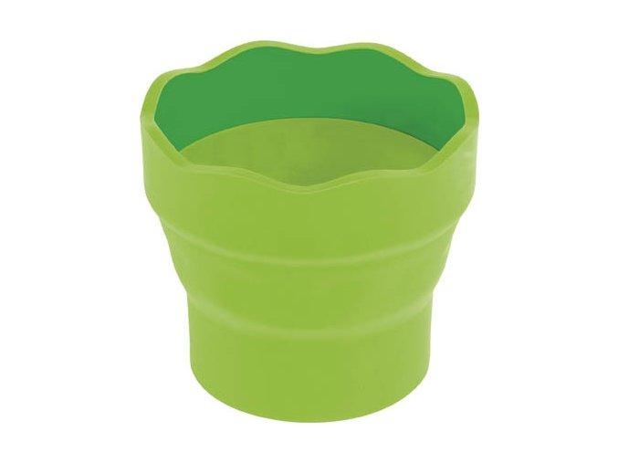 zelený kelímek na vodu