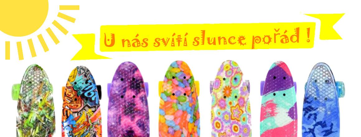Vyberte si z široké nabídky barev a provedení našich penny boardů. Děti potěší svítící penny boardy!