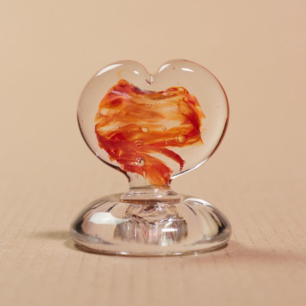 Sklené srdiečko na podstavci - ozdoba na svadobný stôl - sklený sen