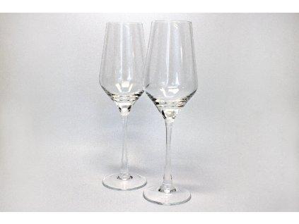 Sklenice na bílé  víno  hrozínek
