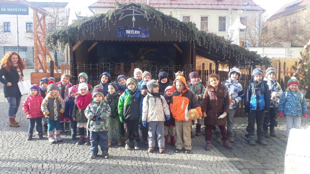 """Návštěva výstavy """"Medové Vánoce"""" MŠ a 1. třída"""
