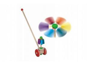 Strkadlo kolotoč tlačící dřevo 56cm na kolečkách s tyčkou v sáčku