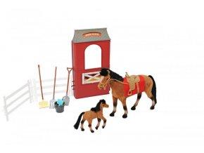 Kůň s hříbátkem, stájí a příslušenstvím